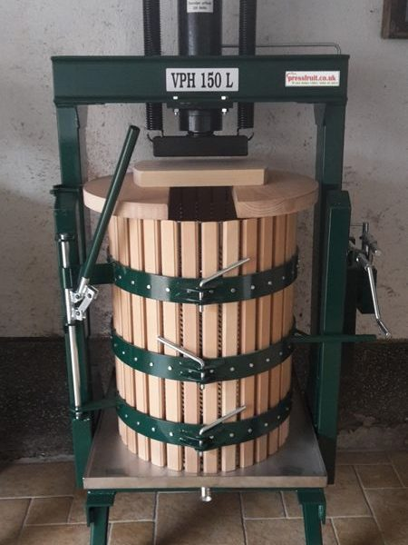hydraulic fruit press - opening basket