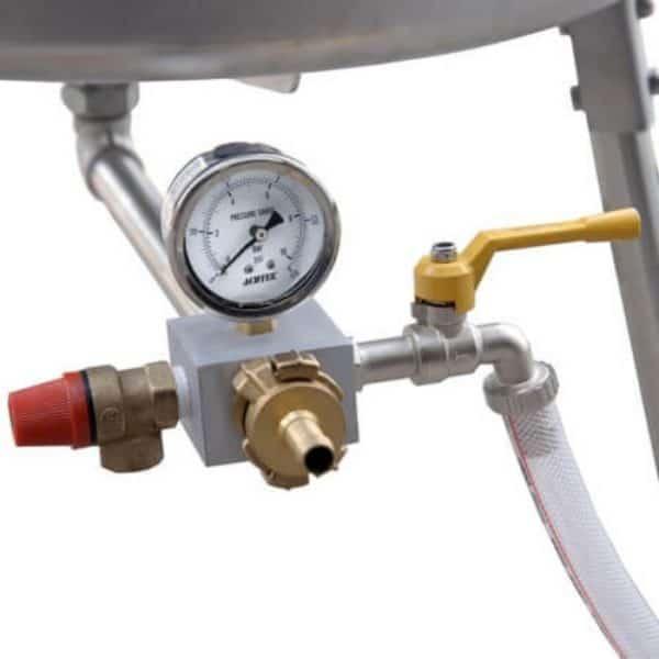 Water operated press (hydropress) 40 litre - pressure gauge