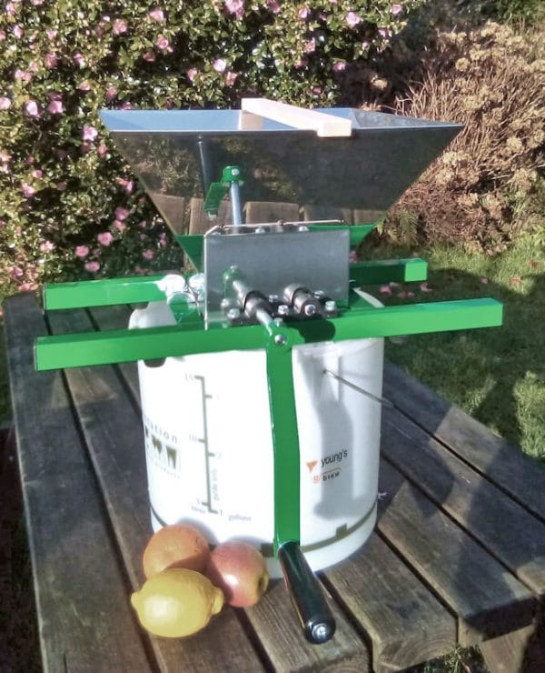 Hobby fruit crusher for apples an pears - from side