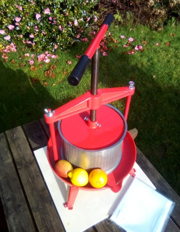 Cross beam fruit press with stainless steel basket 9l - cast iron xbeam