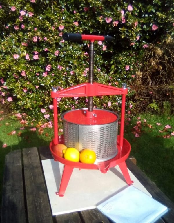 Cross beam fruit press with stainless steel basket 9l - front